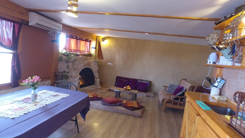 Matnat Desert Farm is an ecological  guest units  facing the virgin desert lands, holiday rental in Sde Boker