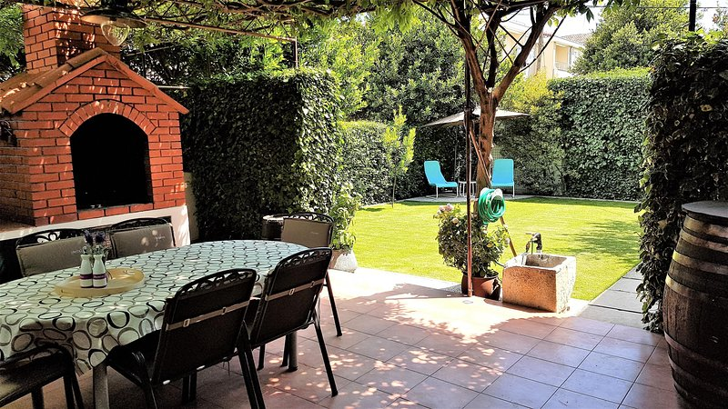 Apartment Bezic, vacation rental in Kastel Kambelovac