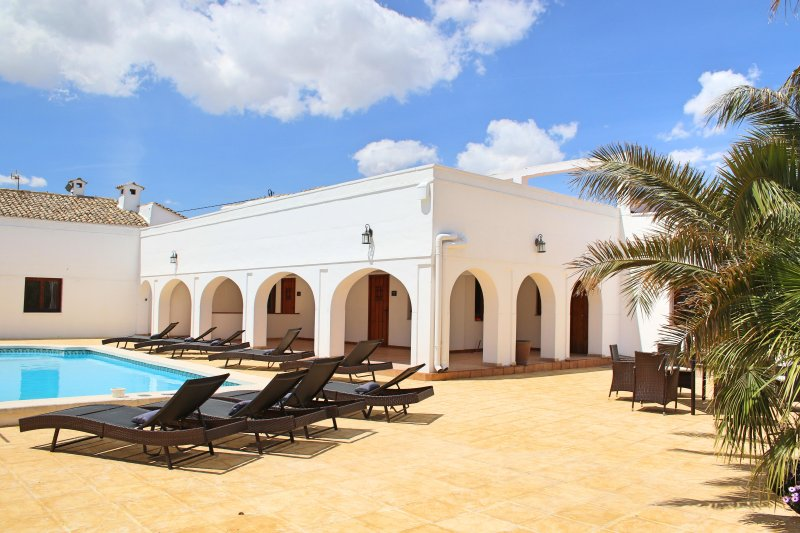 Casa Solariega Luxury Mansion in Villena, holiday rental in Bocairente