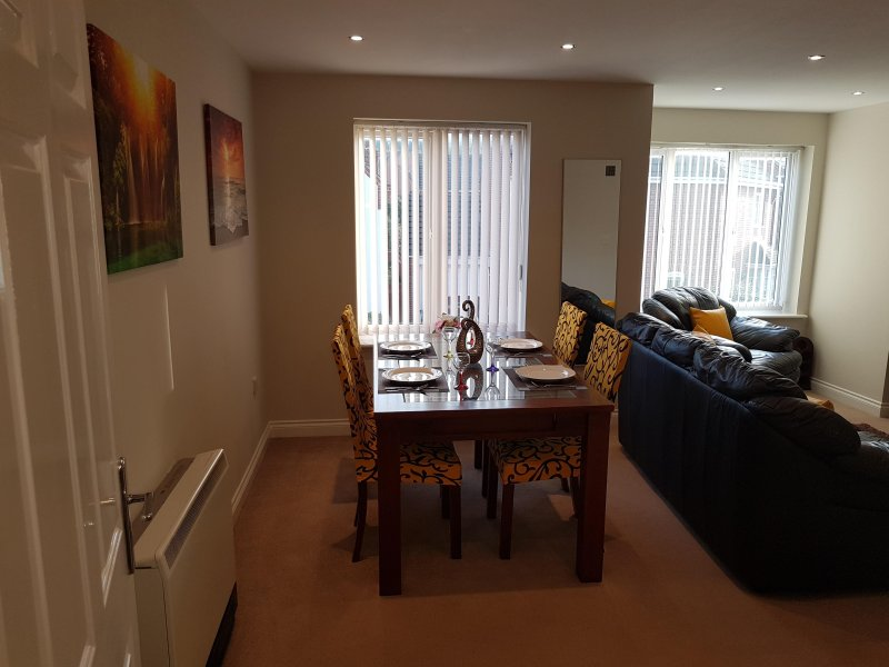 Donington 5 - Serviced Apartment - 2 Bed 2 Bath, vacation rental in Sandiacre