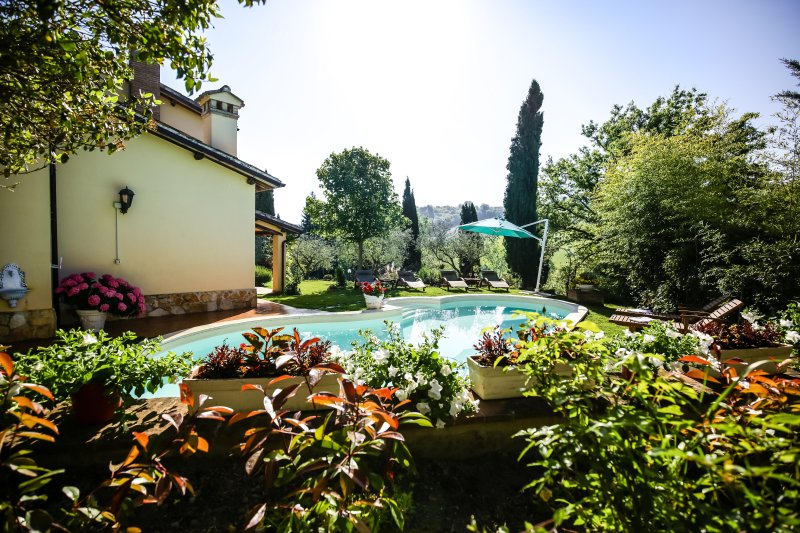 Villa Louise Umbria connects families with Italy!, holiday rental in Spoleto