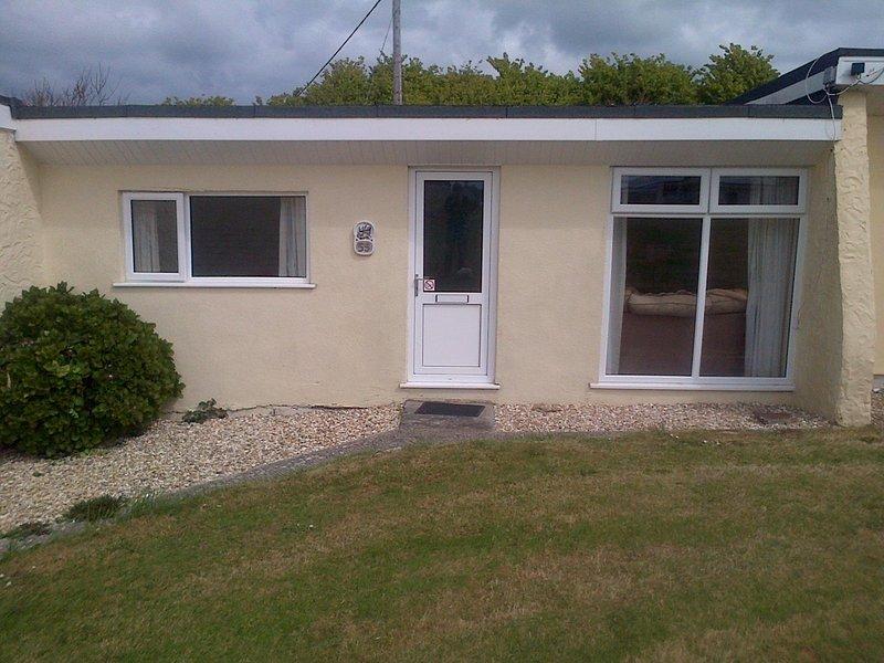 Widemouth Bay Holiday Village Chalet 55, aluguéis de temporada em Widemouth Bay