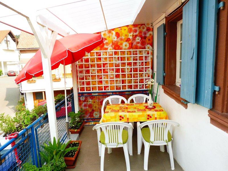 grande terrasse avec abri, meublé + 2 chaises longues