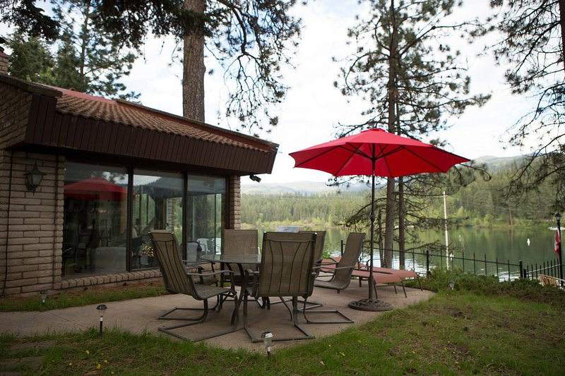 Drop Dead View, Gorgeous Waterfront Villa, Fishing Mecca,, holiday rental in Hayden Lake