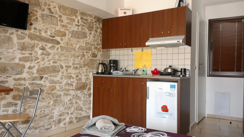 VINTAGE HOUSE STUDIOS PITSIDIA 2, holiday rental in Pitsidia