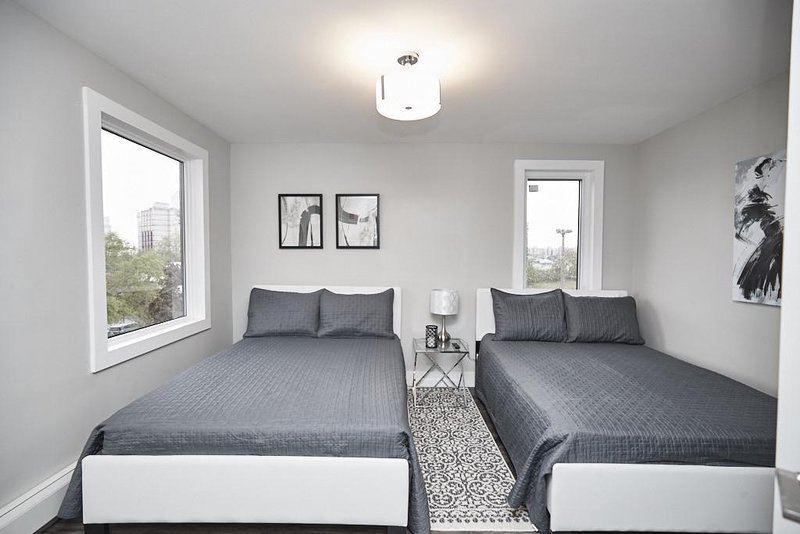 Clifton Hill Luxury Condo   301   Sunday Through Tues   Fire Sale Dates  Reduced