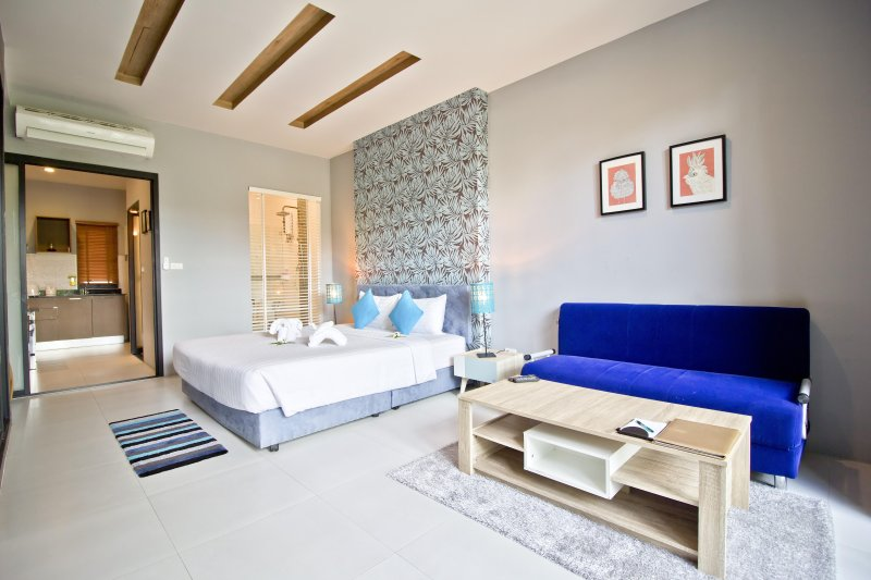 Modern Apartment with Pool, Studio 1, holiday rental in Surat Thani