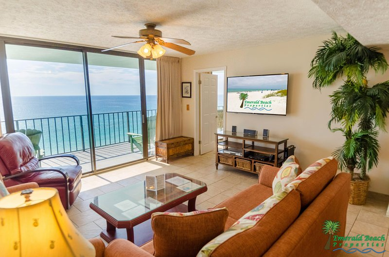 The great room's huge flat screen TV is perfect for watching the big game or keeping up with your favorite shows.  Relax and enjoy!
