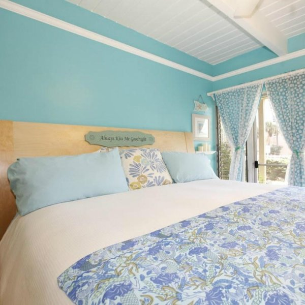 Welcome to Tracy's Tropical Treasure #1, with an awesome OCEAN VIEW from your King sized bed.  ;)