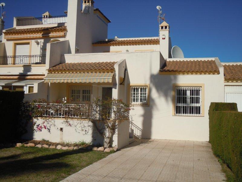 Villamartin, Valencia 1V, 8 bedrooms, Wi-Fi, close to Villamartin Golf Course – semesterbostad i Orihuela