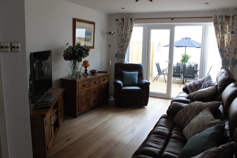 Spacious 4 bed house minutes from beach great for large families sleeps 8, holiday rental in Eastbourne