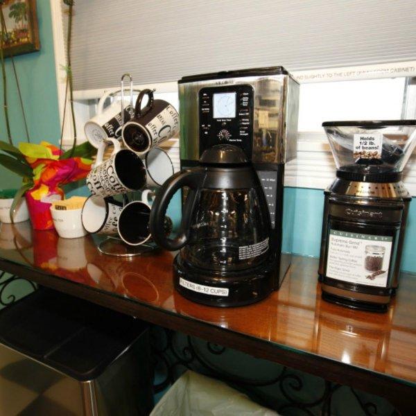 Café e Centro de chá completo com moedor de grãos de café eléctrica, cafeteira, e 4-copo espresso!