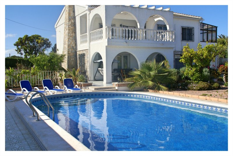 Modern, luxurious and spacious villa in Quesada!, holiday rental in Algorfa