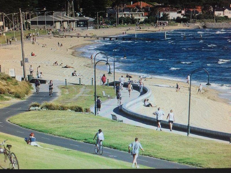 Caminar, correr, andar o nadar en la hermosa playa Elwood