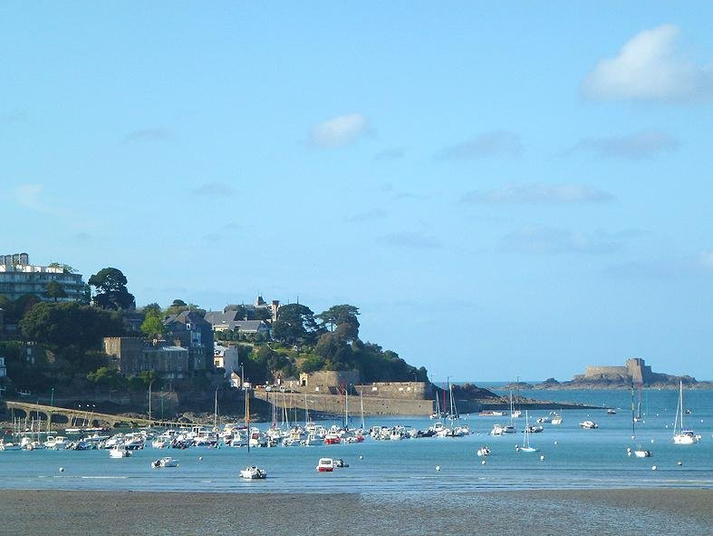 Dinard (Emerald Coast), a seaside town character