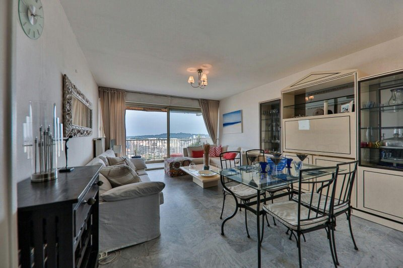 Penthouse with Panoramic Views in very respectable Gated Garden Residence, holiday rental in Juan-les-Pins