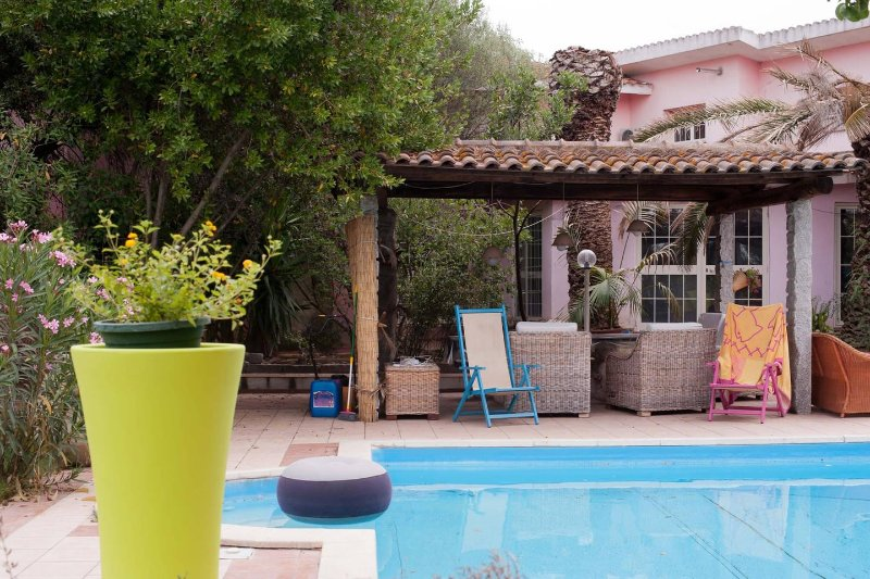 Relax house with  pool and a big garden, vacation rental in Dolianova