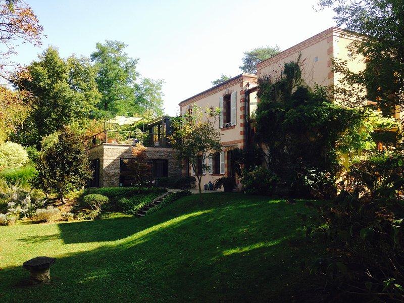 Elégante villa d'architecte à 1h de Paris, aluguéis de temporada em Yevre-la-Ville