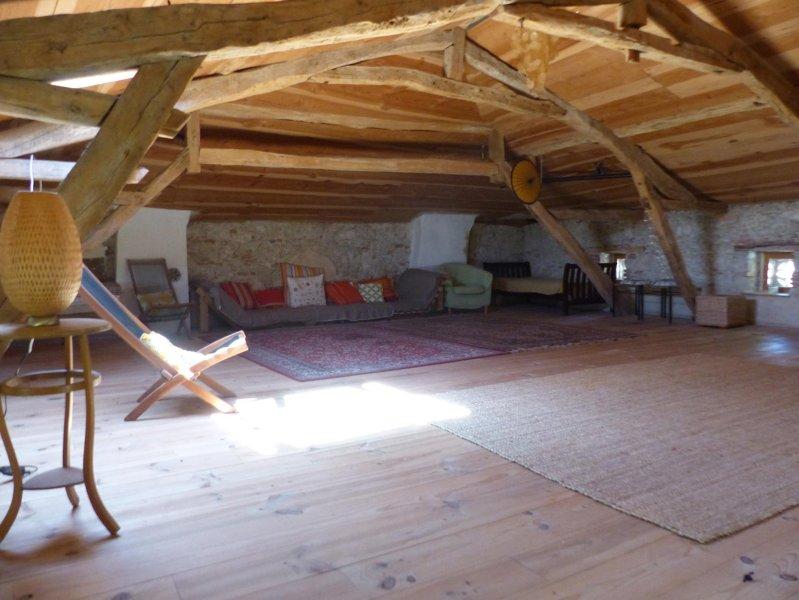 Le Grenier Yurt creare uno spazio magico per dormire, fare yoga ...