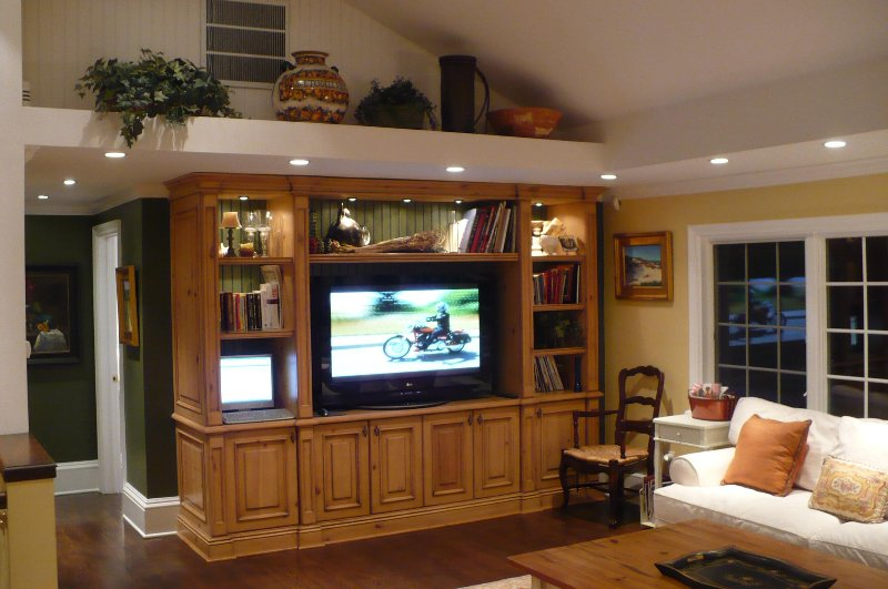 Upper level, open plan  living room with large screen TV and 360 views of the entire property
