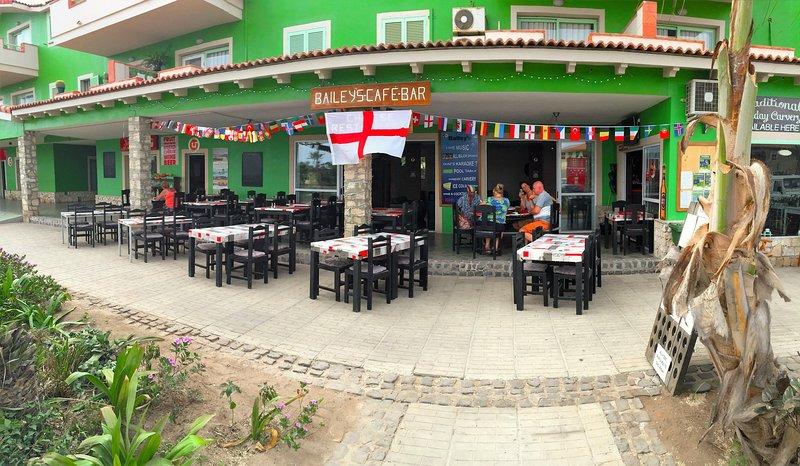 Baileys bar / restaurang på nedervåningen