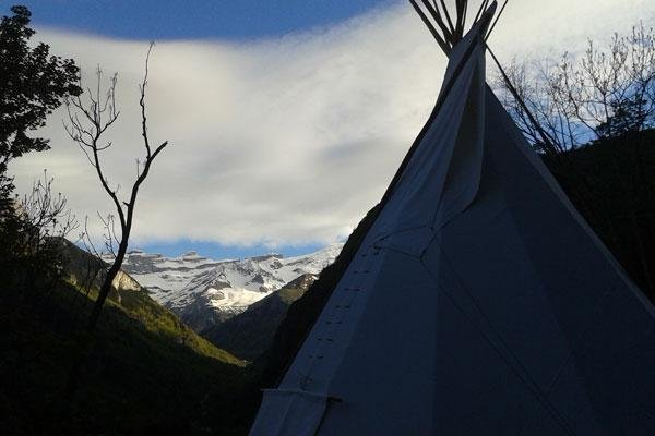 Tipis facing the Gavarnie (UNESCO)