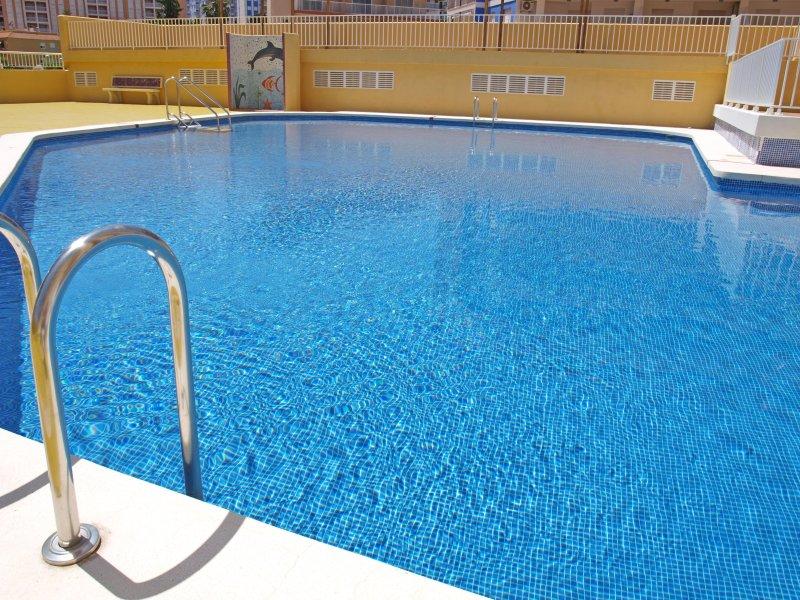 Piscina comunitaria exterior. piscina exterior comunitária.