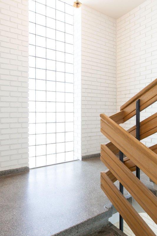 Bonitas escaleras de los días el edificio sirvió como un hotel.