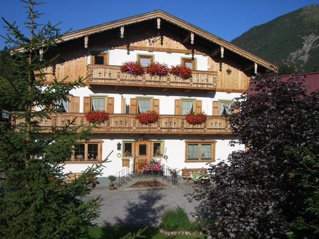HAUS AMANN FAMILY APARTMENT 2 ADULTES + 2 CHILDREN, holiday rental in Heiterwang