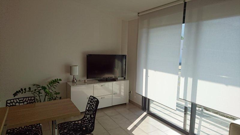 Appartement meublé 2/4 pers avec parking et terrasse exposée Sud (105), holiday rental in Saint-Jean-d'Arvey