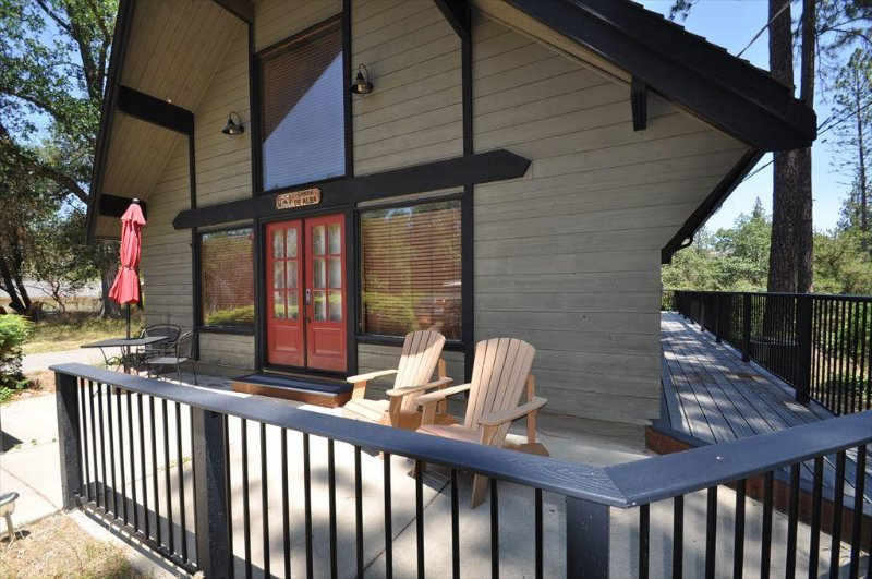 2-157 Cabina DeAlba. Sweet Rustic but Modern Mountain Cabin 25-mile > Yosemite, Hwy 120 corridor.