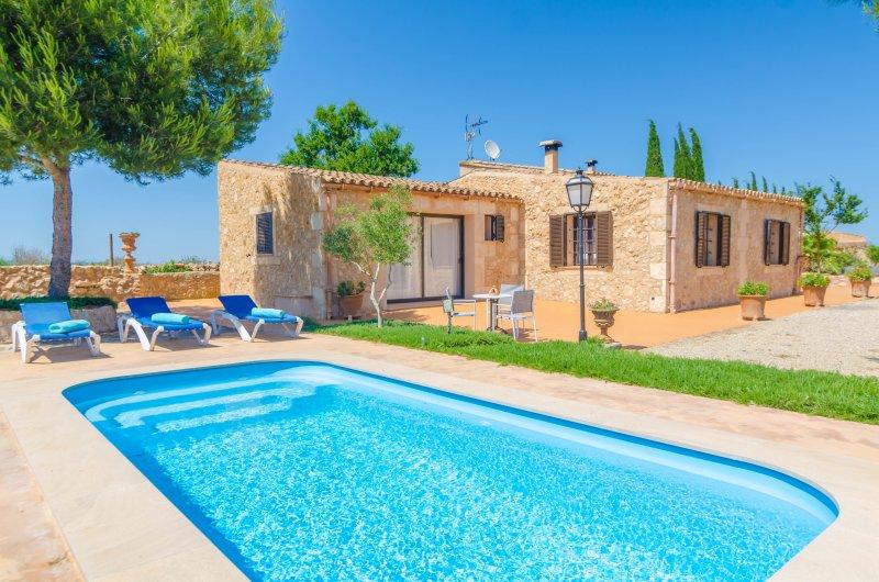 BANC DOLI - Villa for 6 people in MANACOR, holiday rental in Vilafranca de Bonany