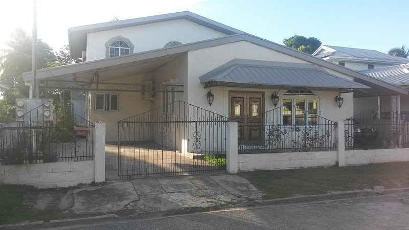 Beautiful, private, spacious, self contain fully furnish 2 bedroom  apartment, vacation rental in St Augustine