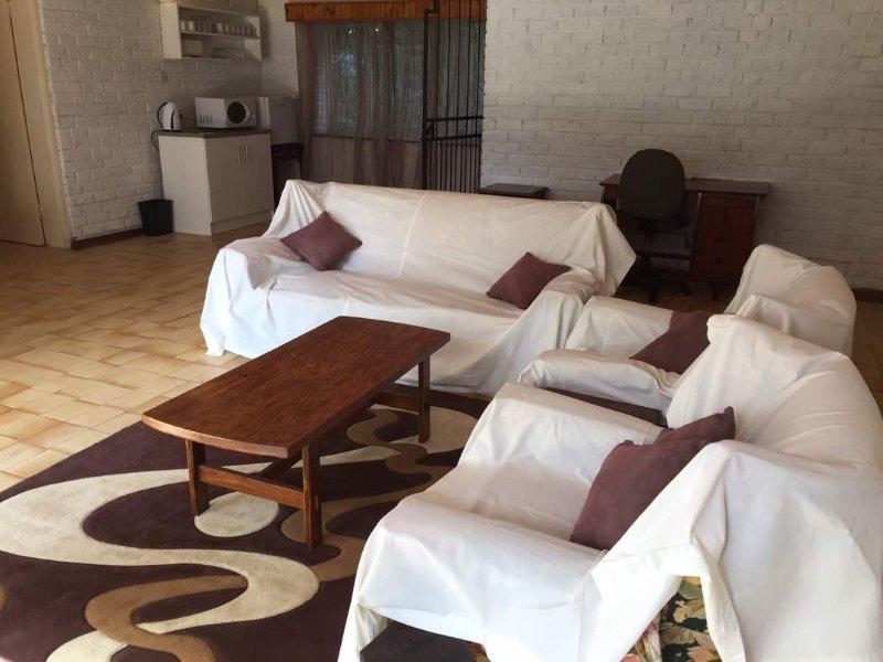 Lounge visar pentry i bakgrunden