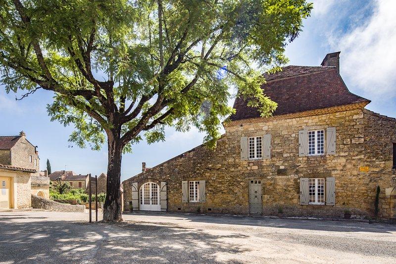 Esta impresionante casa en el corazón de Domme ofrece un excelente alojamiento y la relajación.