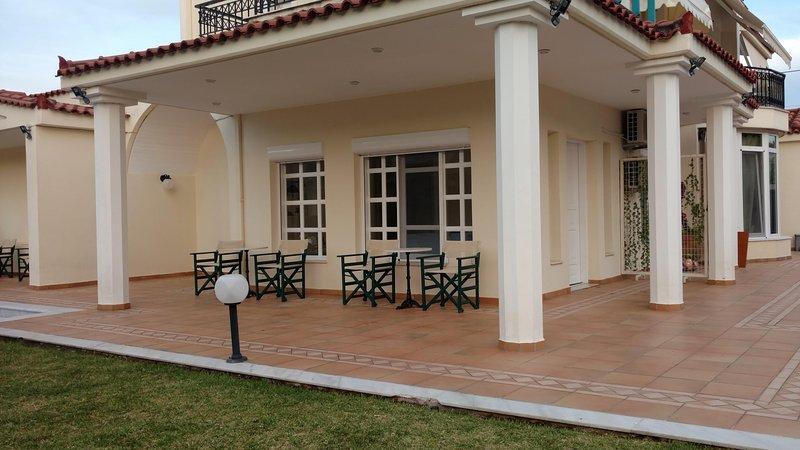'Helios' Garden Apartment by the beach, vacation rental in Marathon