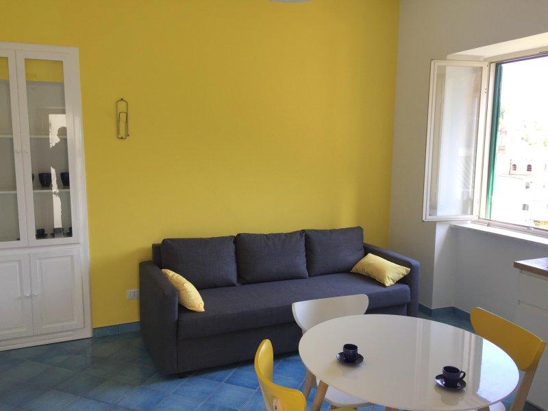 Casa Sole, grazioso appartamento con vista sul Mare, location de vacances à Minori