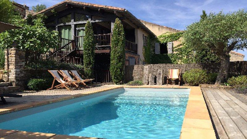 Perched on the hill side, location de vacances à Monesties