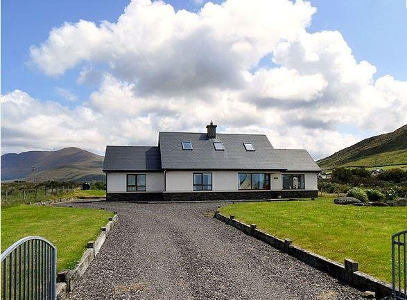 Montbretia Cottage, Ballydavid, Dingle,Co. Kerry, Ireland, holiday rental in Dingle Peninsula