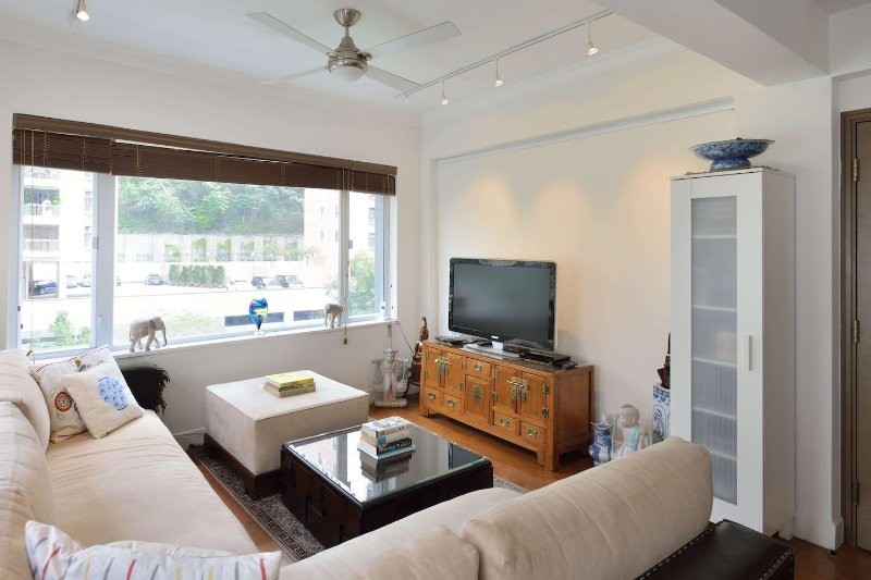 Central Heating Housekeeping Included Holiday Rental In Hong Kong