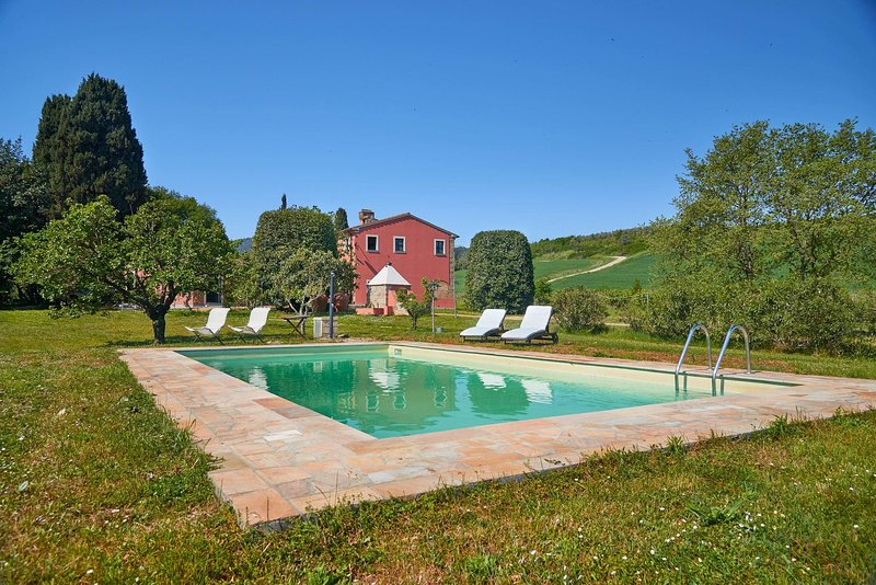 Casciana terme country house with swimming pool and huge green park.Wi-Fi,quiet., holiday rental in Collemontanino