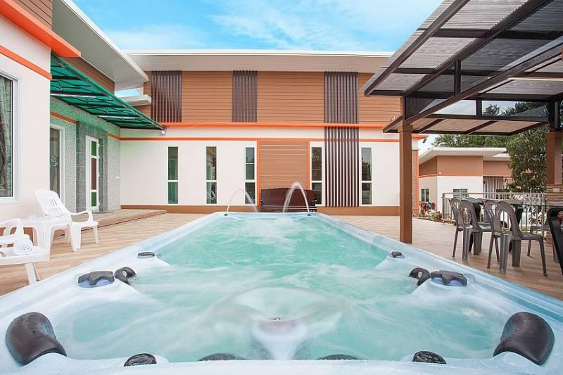 Melodious Villa – 9 Beds, holiday rental in Pattaya