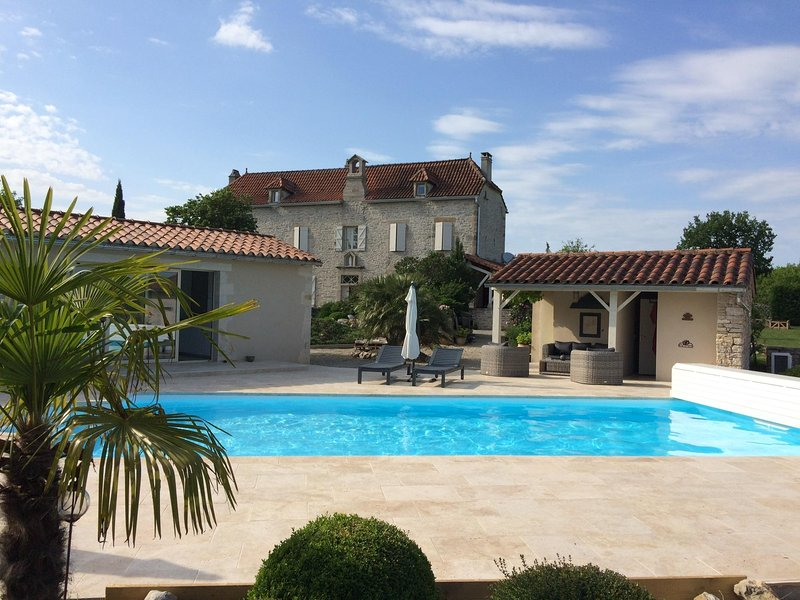 Chambre Catherine (le couvent), vacation rental in Calvignac