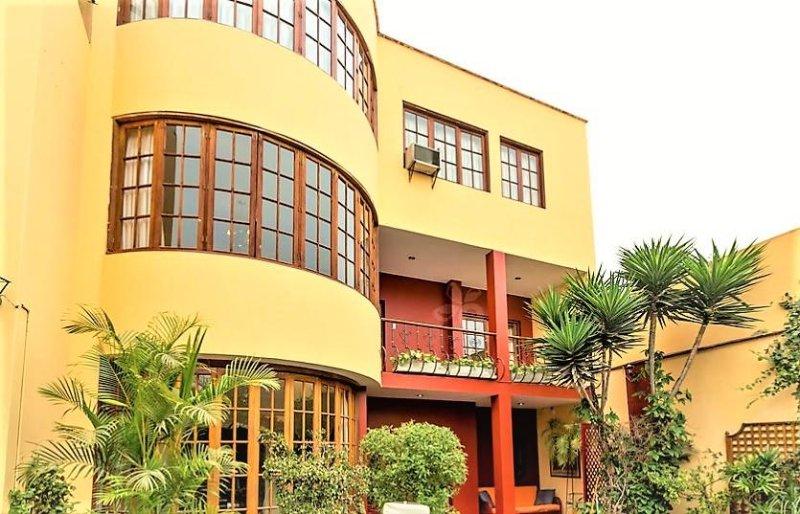Duplex frente a piscina 3 dormitorios, holiday rental in Jesus Maria