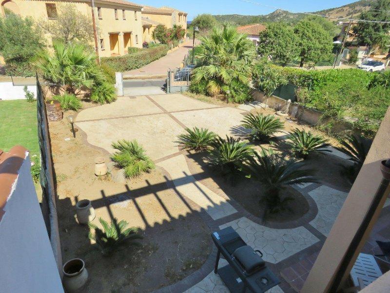 San Teodoro: appartamento  in Villetta bifam. posto auto e ampio giardino, vacation rental in Padru