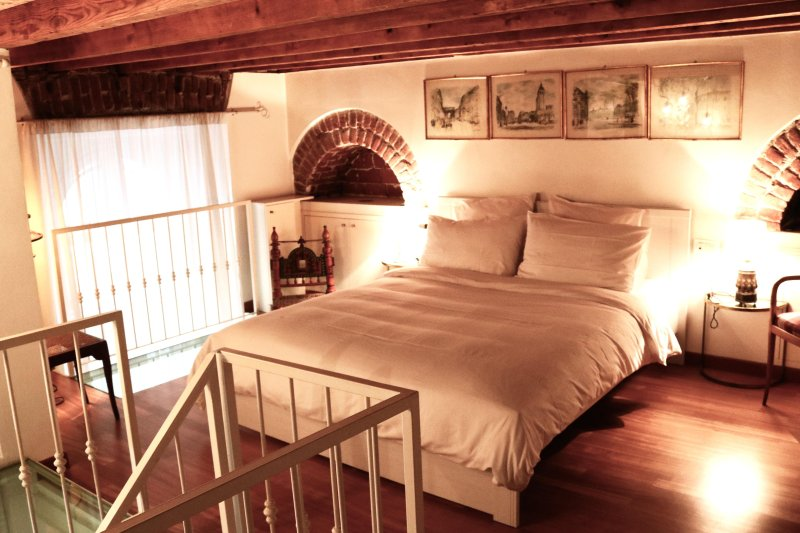 Three level magica via Marghera, vacation rental in Novegro