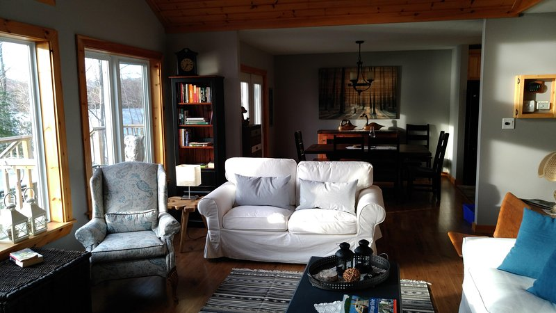 North Ontario Secluded Cottage on clean Gooseneck Lake, holiday rental in Dunchurch
