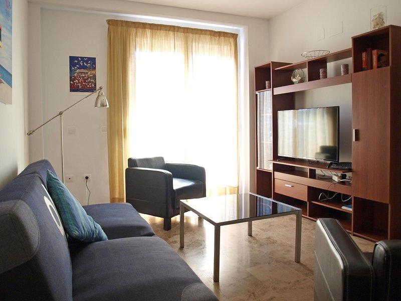 Cómodo salón comedor HD Equipado con TV. sala de estar cómoda con TV de alta definición equipado.