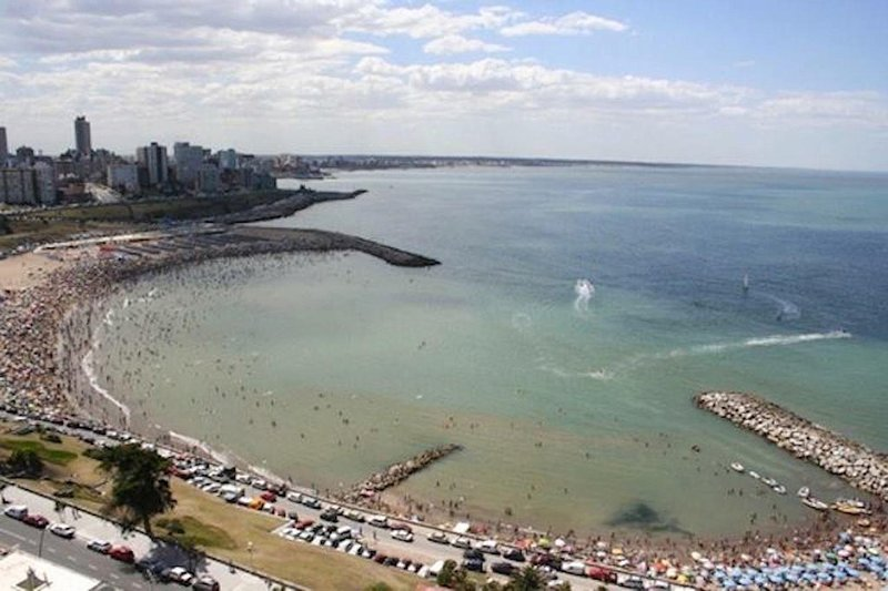 Departamento Vista al mar 3amb. C/coch Cabo Corrientes vista abierta Varese, holiday rental in Mar del Plata