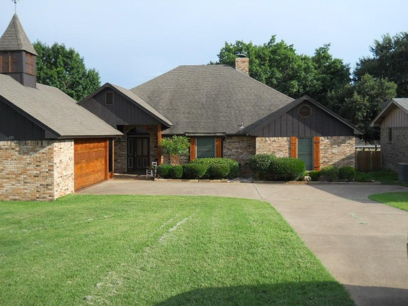 Get Away from It All in Laguna Tres-Granbury, vacation rental in Godley